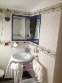Lavabo nell'angolo Amalfi